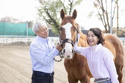 コロナ禍、乗馬が家時間の夫婦共通話題づくりに